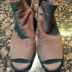 Women's Taupe ankle booties